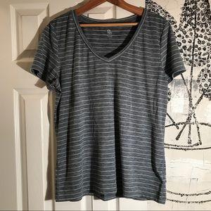 GapFit v-neck tshirt